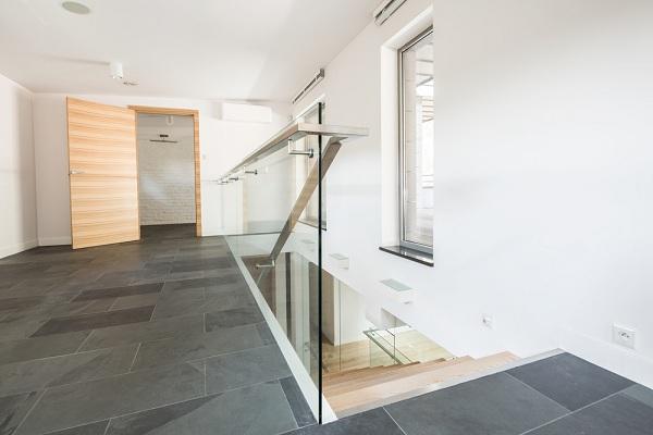 Az-uvegkorlatok-nemcsak-az-ingatlan-latvanyat-emelik-hanem-az-erteket-is-